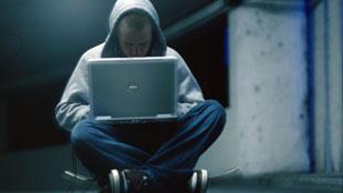 Wie gehen Neonazis im Internet vor, um Leute zu ködern? Was sind deren bevorzugte Strategien, Herangehensweisen?