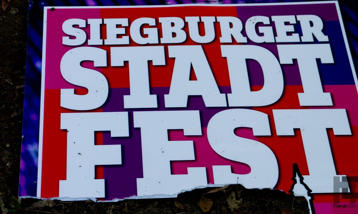 Das 35. Siegburger Stadtfest 2015 feiern wir wieder das Siegburger Stadtfest am letzten Augustwochenende, vom 28. bis 30. August. Die ganze Innenstadt wird zur Fest- und Feiermeile für die ganze Familie. Mit tollen Bühnenprogrammen, der Party-Bühne am S-Carré und Erlebnis-Plätzen wird es ein Fest für die Sinne. Musikalisch, künstlerisch und kulinarisch werden wir viele Glanzlichter setzen. Die Siegburger Vereine sind natürlich mit dabei. Der Einzelhandel wird sich speziell für diese Tage Außergewöhnliches einfallen lassen. Kirmesklassiker, Künstler, regionale und internationale Leckerbissen, das traditionelle Feuerwerk, Unterhaltung, Kultur und viele Überraschungen verwandeln die Siegburger Innenstadt in eine außergewöhnliche Festlandschaft.